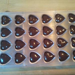 הכנת פרלינים משוקולד